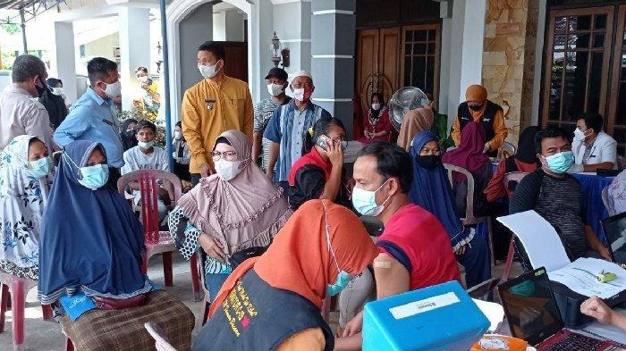 300 Dosis Vaksin Kurang, Warga Seberang Ulu II Palembang 'Serbu' Vaksinasi Massal