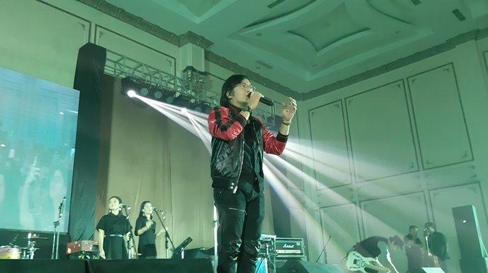 Ari Lasso dan RAN Sukses Buat Penonton Bernostalgia Hingga Baper Saat Tampil di TUNICA Concert
