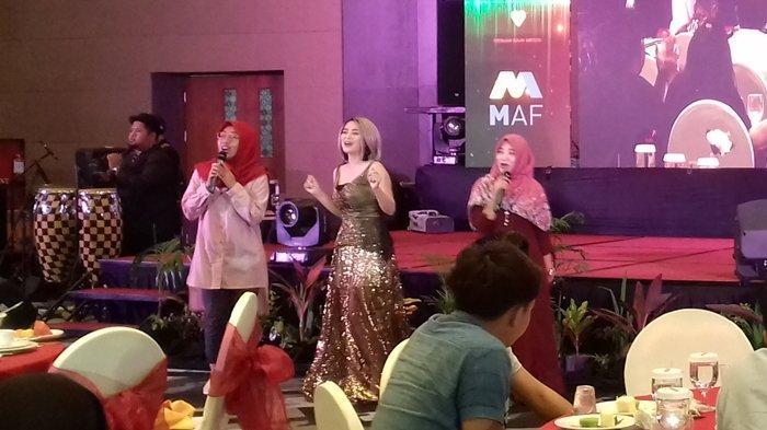 Selamat Malam Palembang, Mana yang Masih Bujang Duda Juga Boleh, Ifni Lana Hibur Customer Mitsubishi