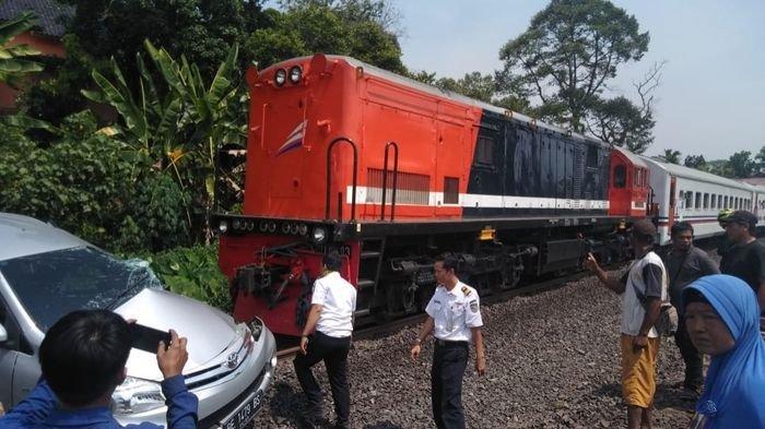 Avanza di Muaraenim Ditabrak Kereta Api Terseret Hingga 100 Meter, Begini Nasib 3 Penumpangnya