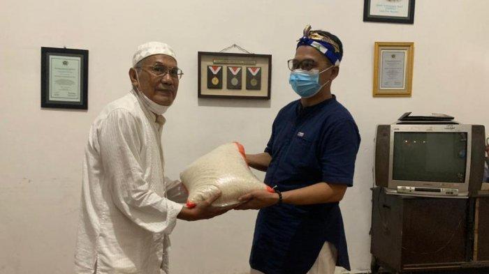 PWI Sumsel Pererat Tali Silaturahmi dan Lakukan Aksi Sosial Berbagi - bagi4jpg.jpg