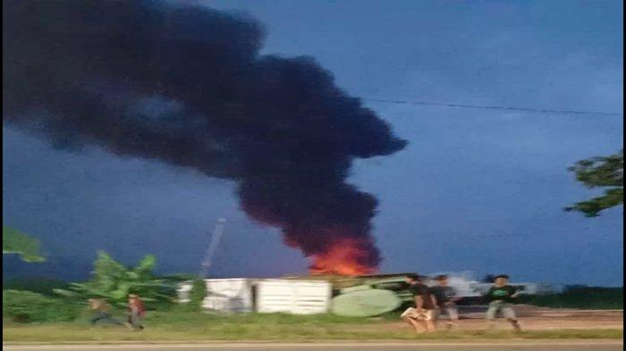 BREAKING NEWS: Beredar Video Kebakaran di Jalan Palembang-Indralaya, Asap Membumbung Tinggi