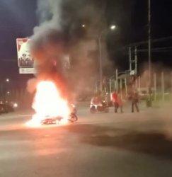 Malam Pergantian Tahun,  Satu Motor Terbakar Di Simpang RCA