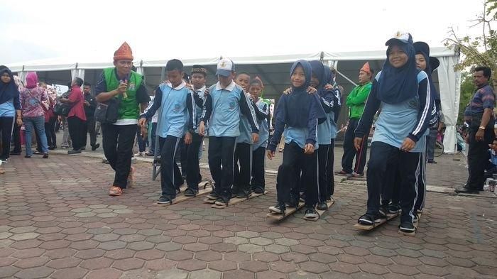 Ratusan Pelajar Antusian Ikuti Festival Permainan Anak Tradisional Di Bkb Lihat Keseruannya Sriwijaya Post