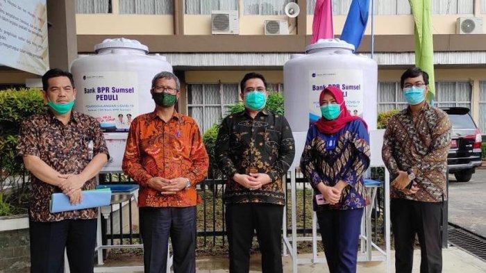 Dirut Bank BPR Sumsel Serahkan Bantuan CSR Kepada Politeknik Negeri Sriwijaya