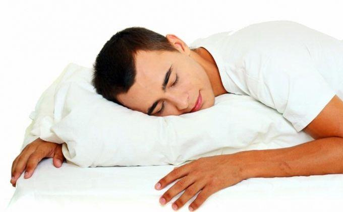 Mulai Sekarang, Agar Terhindar dari Berbagai Penyakit, Biasakanlah Tidur Pakai Bantal