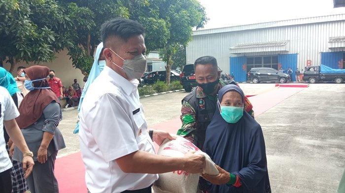 OKU Timur PPKM Level 3, Distribusi Beras Bantuan Dimulai Hari Ini, Bupati Enos: Jangan Berkerumun