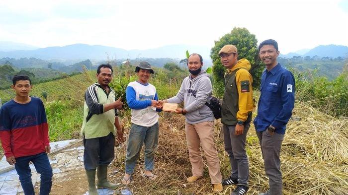 Apresiasi Semangat Belajar Siswa Dempo Utara, DPRD Kota Pagaralam Urunan Bantu Bangun Pondok Belajar