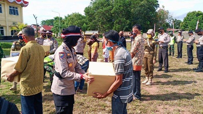 HUT Kemerdekaan RI ke 75, Polisi, TNI, & Sat Pol PP OKI Beri Bantuan untuk Warga Terdampak Corona