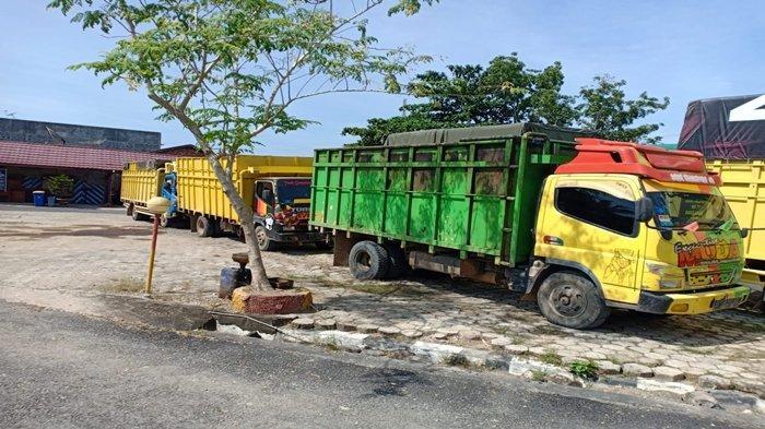 Barang bukti 70.000 liter atau 70 ton minyak mentah yang diamankan di Jalur Lintas Palembang-Jambi tepatnya di Desa Sukajaya Kecamatan Bayung Lencir Kabupaten Musi Banyuasin