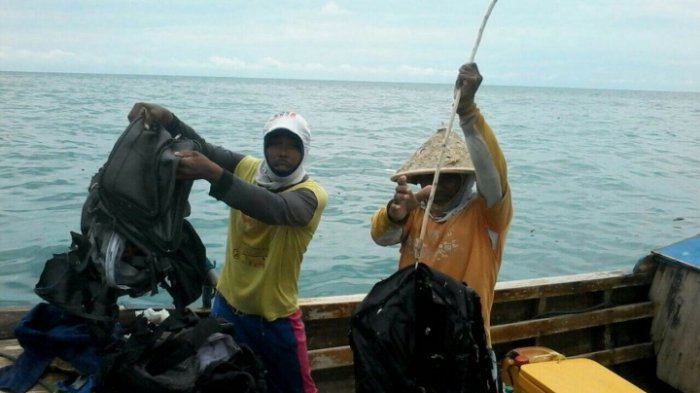Barang-barang Diduga Milik Milik Kru dan Penumpang Ditemukan (FOTO)