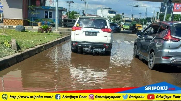 Kawasan Fly Over Simpang Keramasan, Perbatasan Palembang-Ogan Ilir Tergenang Air Setelah Hujan Deras