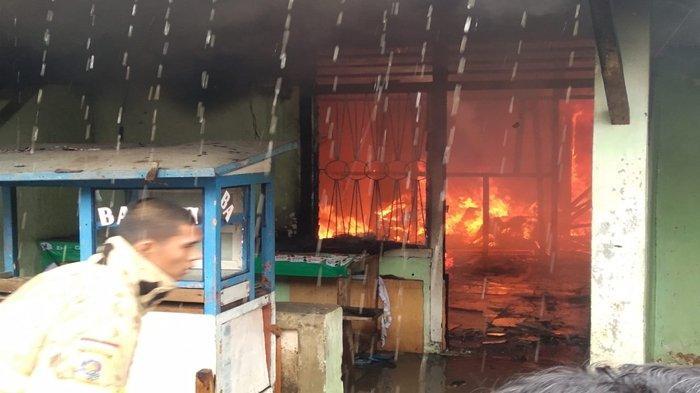 Kebakaran di Lahat, Bedeng Empat Pintu di Pasar Lama Hangus Terbakar, Penyebab Masih Misterius