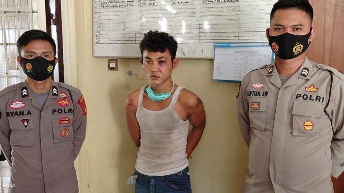 Mahasiswi Melawan, Begal Ini Buka Baju Pamer Pistol, Pelaku Ditangkap saat Main Judi