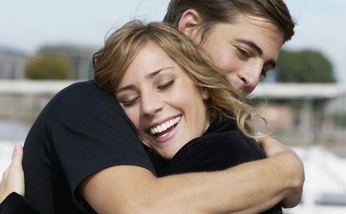 Bikin Pasangan Lebih Panjang Umur, Inilah 3 Manfaat Sering Berpelukan pada Pasangan