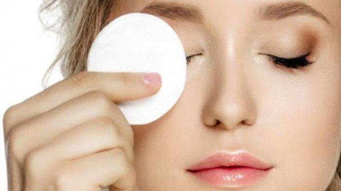 Selalu membersihkan bekas make up sebelum tidur