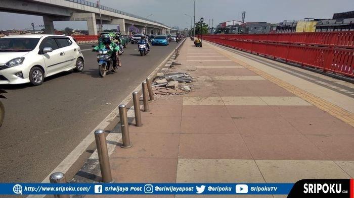 Pagar Pembatas Pedestrian Jembatan Ampera Palembang Kembali Rusak, Hingga Hari Ini Belum Diperbaiki