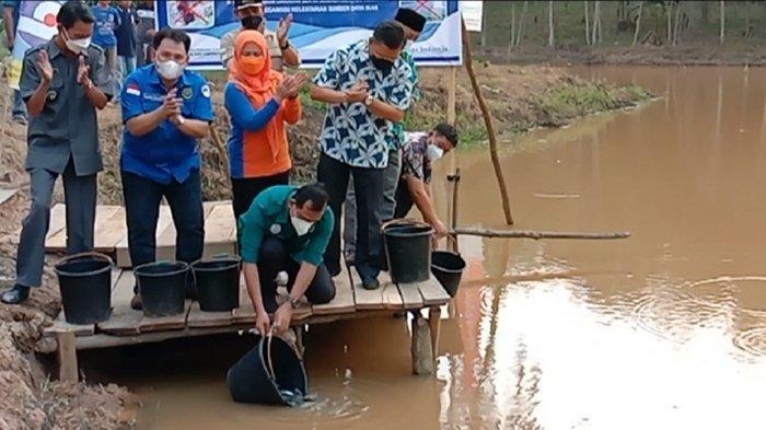 9000 Ekor Ikan Disebar di Cek DamBatumarta OKU, Total Sudah  628.200 Ekor Sejak 2017