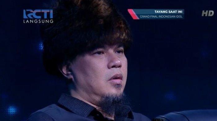 Musisi Ahmad Dhani di kursi juri Indonesian Idol X, Senin (24/2/2020)