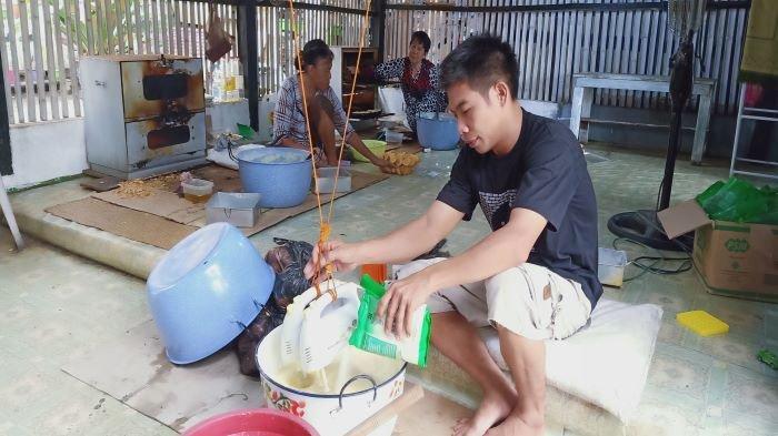 Selama Pandemi Covid-19 Pelanggan Bolu Cupu Makanan Tradisional Khas Kayuagung Menurun