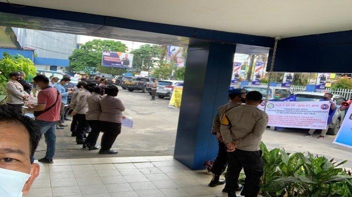 Merasa Dipecat Sepihak, 20 Eks Karyawan PT BPR OKU Timur Datangi Disnakertrans Sumsel di Palembang