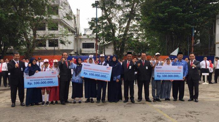 BRI Palembang Beri Bantuan Rp300 Juta ke Tiga Sekolah Luar Biasa (SLB) di Palembang