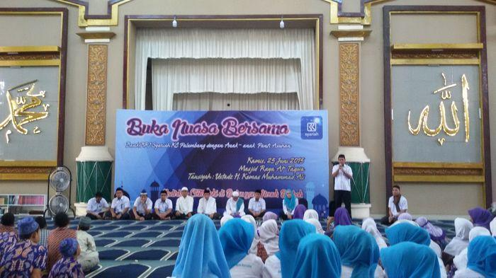 BRI Syariah KC Palembang Buka Bersama Anak Panti