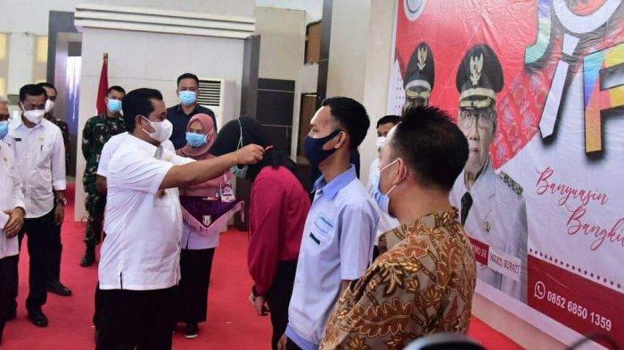 Bupati Banyuasin H Askolani SH MH saat membuka Pameran Kesempatan Kerja ( Banyuasin Job fair) Tahun 2020 di Gedung Graha Sedulang Setudung Komplek Perkatoran Pemkab Banyuasin, Rabu (18/10/2020).