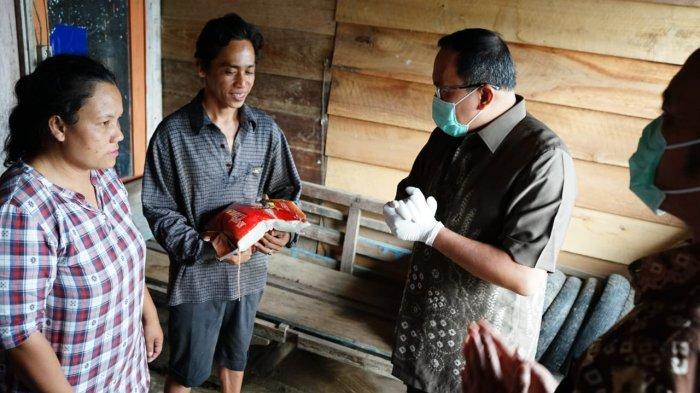 Luncurkan Program JPS, Bupati Muba Dr H Dodi Reza Alex Bagikan 1.100 Paket Sembako ke Warga Muba