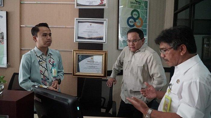 Sidak Kantor DPMPTSP, Bupati Muba Dodi Reza Pastikan Pelayanan Perizinan Berjalan Baik