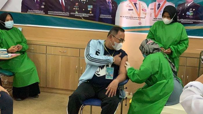 Jadi Orang Pertama Disuntik Vaksin Covid-19, Bupati Muba Dodi Reza Alex: Saya Lapar