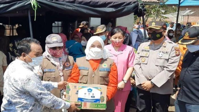 Bupati dan Wakil Bupati Musi Rawas Salurkan Bantuan untuk Korban Banjir Desa Pasenan STL Ulu Terawas