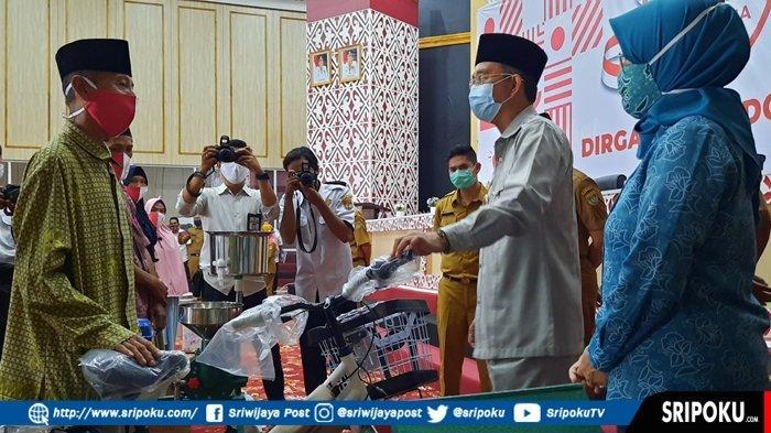Dapat Bantuan Sepeda dari Pemkab Musirawas, Solihin tak Lagi Dorong Angkong Jualan Tempe