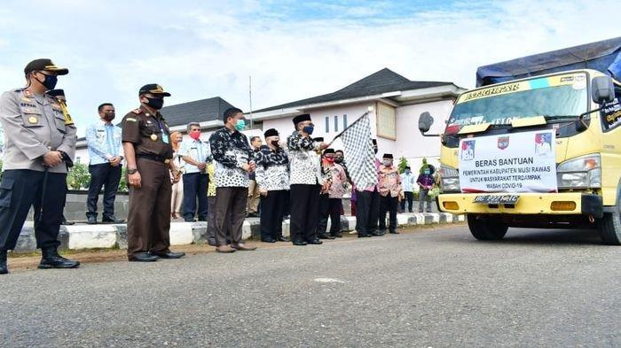 Enam Kecamatan di Musirawas Terima Bansos Tahap III, Bupati Minta Data Penerima Terus di Update