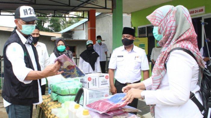 Tinjau Kesiapan Puskesmas, Bupati Musirawas Salurkan APD dan Makanan Tambahan untuk Tenaga Medis