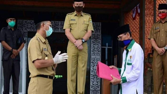 Bantu Penanganan Covid-19, Bupati Musirawas Hendra Gunawan Donasikan Gaji 4 Bulan