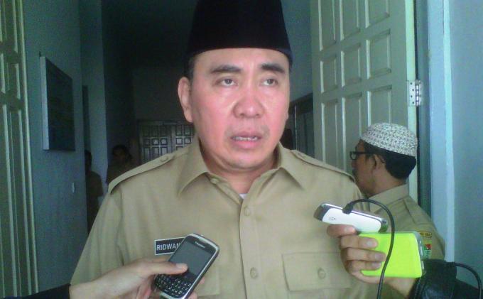 BREAKING NEWS: Gubernur Bengkulu Ridwan Mukti  dan Istrinya Diamankan KPK