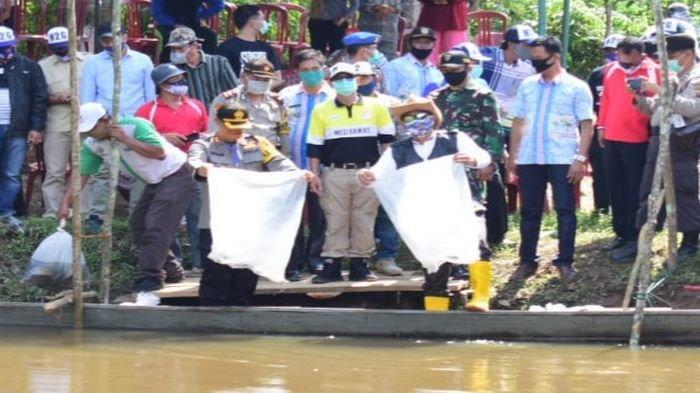 Satu Ton Benih Ikan Ditebar di Sungai Dulu Kabupaten Musirawas Menggunakan Dana Desa Tiga Desa
