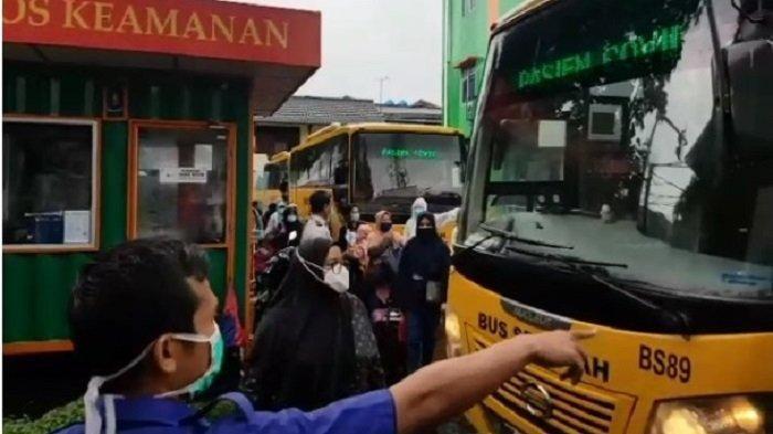 GAWAT!  SEhari 300 Orang Positif Corona, Bus Sekolah Dikerahkan, Evakuasi Pasien untuk Isolasi ke RS