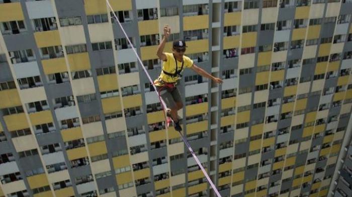 Pertama di Indonesia, Meniti Tali di Antara Dua Gedung Tinggi
