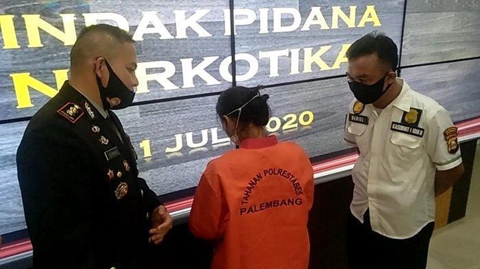 Ada 4 Paket Sabu di Rumah Perempuan Resedivis Narkoba di Palembang Ini, Klaim Hanya Titipan Orang