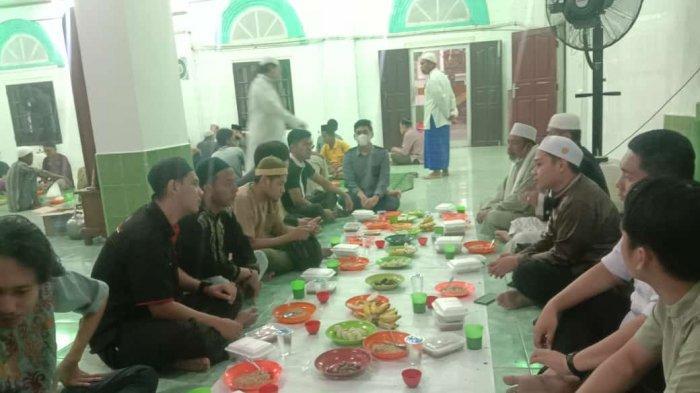 CPI Buka Puasa  Bubur Ramadhan Bersama Pengurus dan Warga Sekitar Masjid Mahmudiyyah Suro