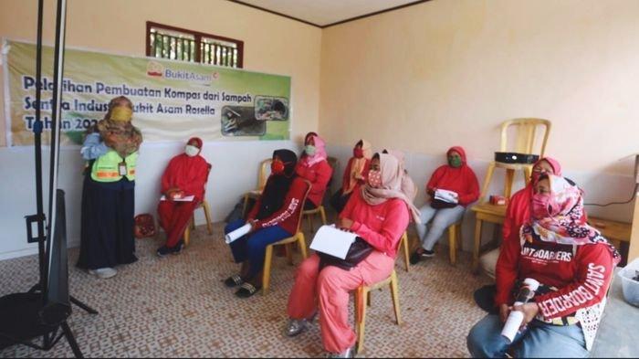 CSR PTBA Gelar Pelatihan Sampah Jadi Kompos, Diikuti 11 Ibu Rumah Tangga Dari SIBA Rosella