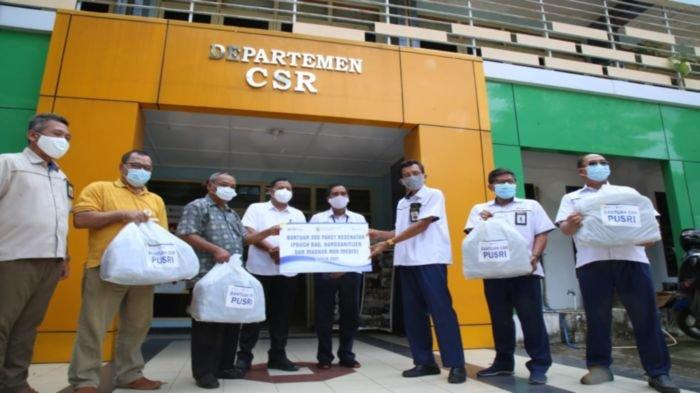 Turut Cegah Penyebaran Covid-19, PT Pusri Palembang Bagikan 200 Paket Kesehatan ke Warga Sungai Buah