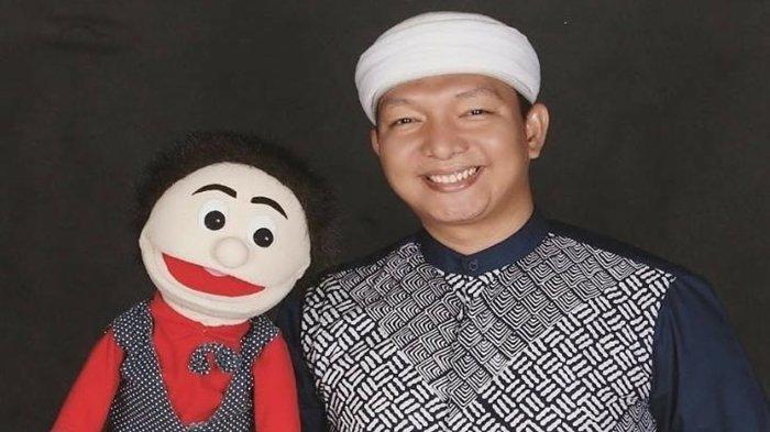 Unik, Dai Milenial Asal OKI Ini Tampil dengan Boneka Ketika Mendakwah