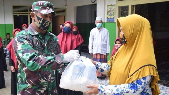 Kodim 0418 Palembang Bagikan 120 Paket Sembako ke Panti Asuhan dan Warga Terdampak Virus Corona