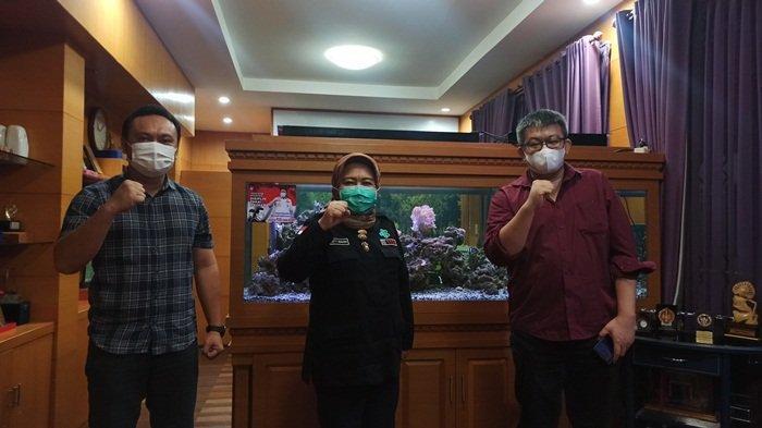 Dari kanan Owner Ligasin Ronny, Kadinkes Provinsi Sumsel Dra Lesty Nurainy Apt MKes, dan juga pihak dari Ligasin