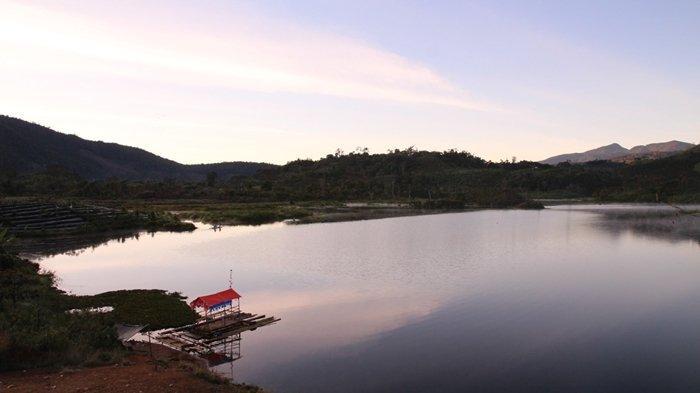 Alangke  Lemak Meguk Sambil  Enjingok  Danau Deduhuk di Kampung IV, Desa Segamit,  Semende Darat Ulu - deduhuk3.jpg