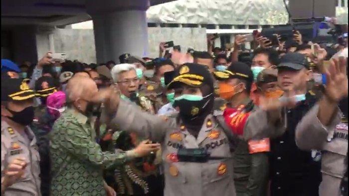 Demo di Kantor Gubernur Sumsel Saling Dorong Ketika Mawardi Yahya Muncul, Pol PP Goyangkan Tongkat