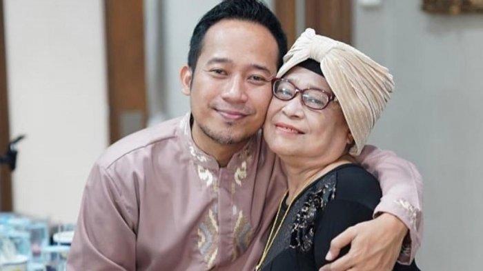 Denny Cagur dan ibunda